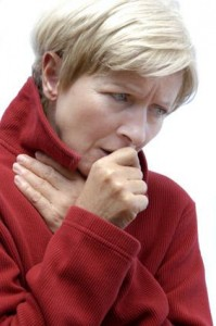 Eine Nasennebenhöhlenentzündung ist ansteckend. Die Krankheitserreger werden per Tröpcheninfektion übertragen.